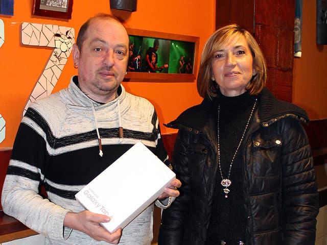 Ganador de la Tablet sorteada por SH, Servicio e Higiene, Angel Hernando del Bar Bodegón en Erandio.
