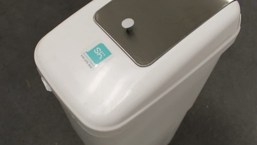 contenedor higiene femenina