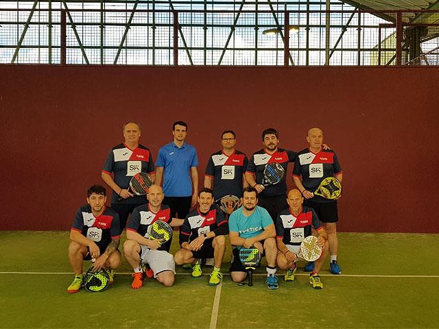 Equipo de Padel del Club Bilbao Padel Indoor patrocinado por SH - Servicio e Higiene